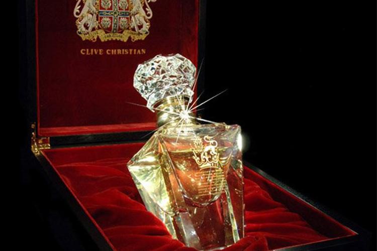 عکس مربوط به عطر 215 هزار دلاری گران قیمت ترین عطر جهانImperial Majesty